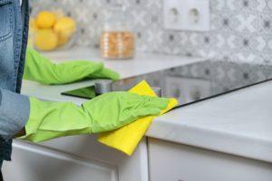 Cleaning kitchen sink